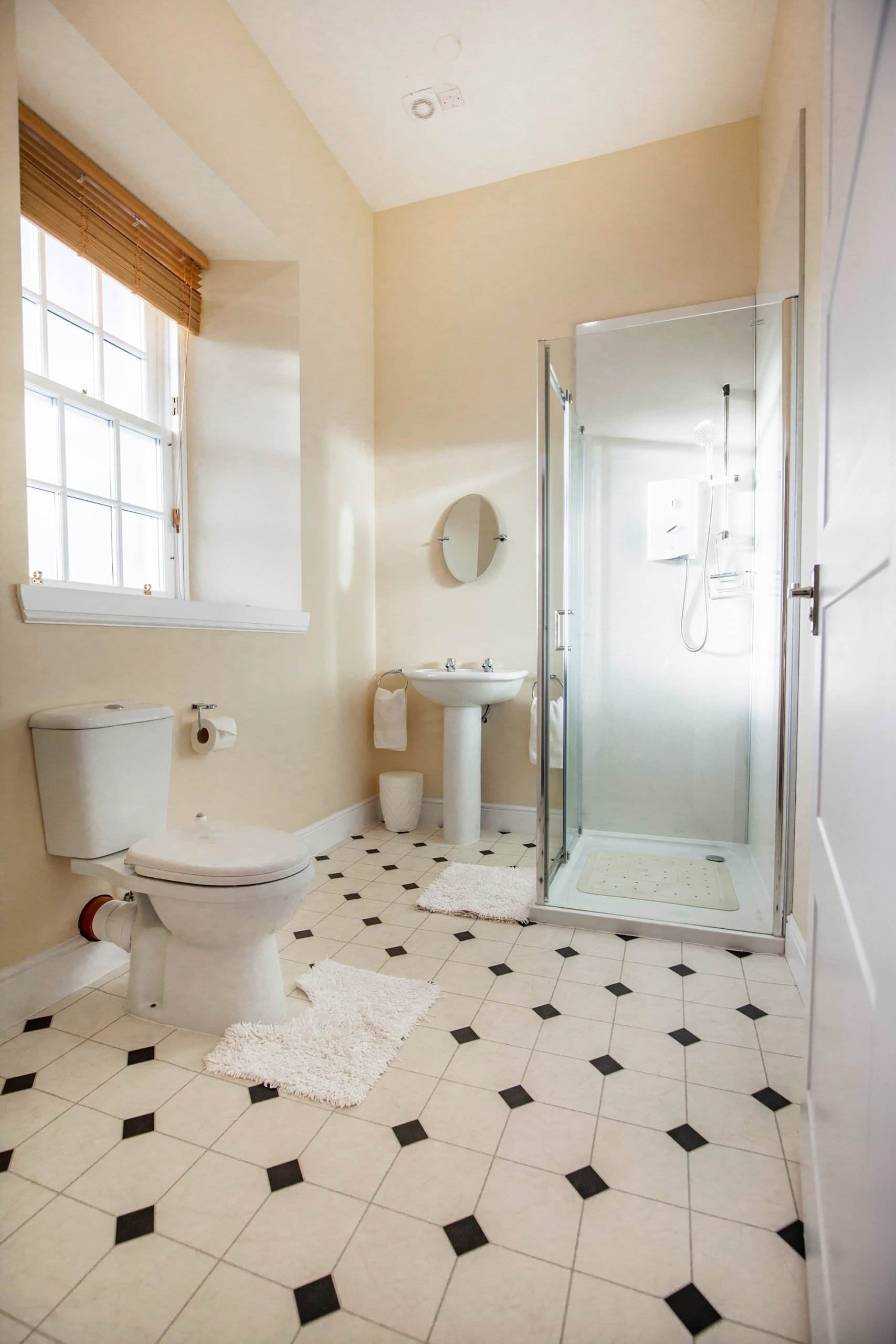 Amhuinnsuidhe holiday cottages. Castle Cottage for up to six people with views across Loch Leosavay to South Harris. Bathroom