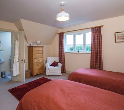 Morsgail Lodge, Isle of Lewis holiday accommodation comfortable en-suite twin bedroom